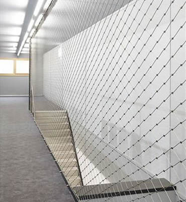 Stainless steel ferrule rope mesh is installed beside a passage.