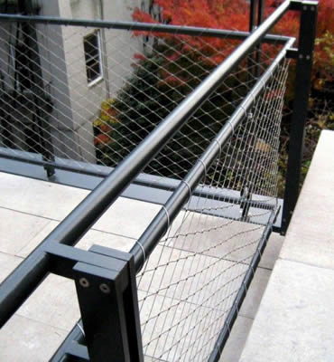 Stainless steel ferrule rope mesh is installed as the fence of roof platform.